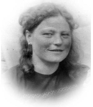 Анна Хозяинова в годы учебы в зооветеринарном техникуме. Салехард. 1940е годы
