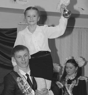 Последний звонок подают Александр Томашевич и Лиза Молчанова